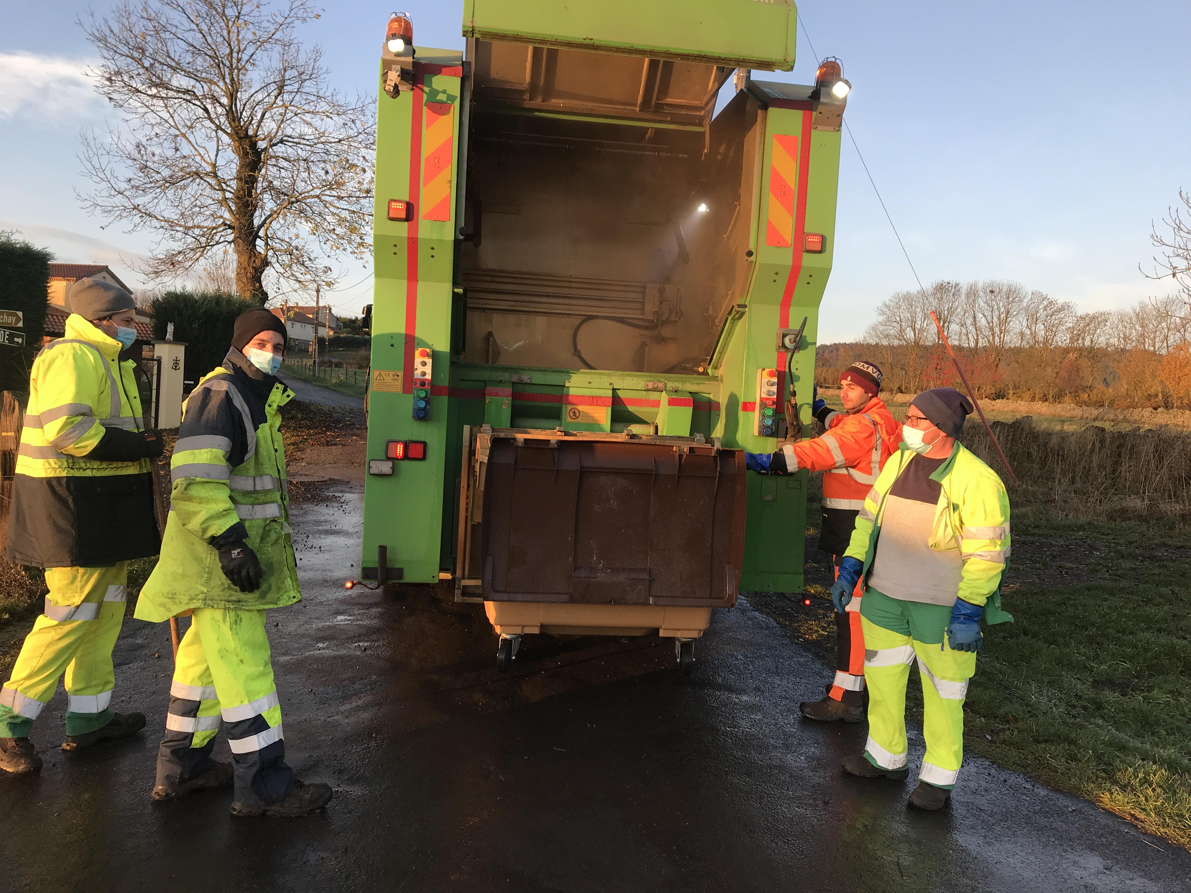 Campagne de nettoyage des bacs de collecte des ordures ménagères